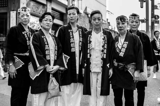 5 необычных фото из жизни женщин, которые живут вместе с японскими якудза