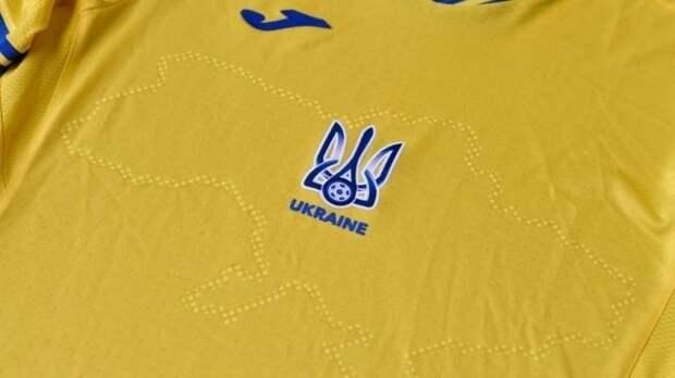 Перед матчем Украина— Голландия вАмстердаме наполе развернули огромную украинскую футболку сизображением Крыма