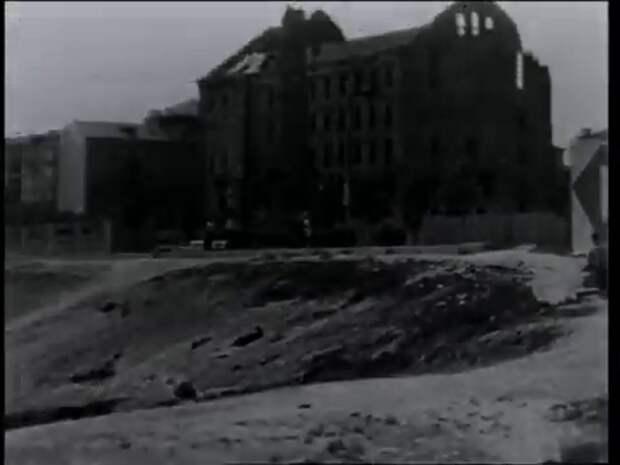 """Мельница Герхардта. Кадр из фильма """"Переходный возраст""""."""