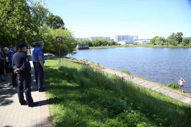 Участники рейда на Джамгаровском пруду напомнили отдыхающим о рисках купания в неположенных местах