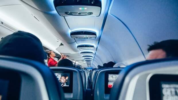 Украинская авиакомпания SkyUp переодела стюардесс в спортивную одежду
