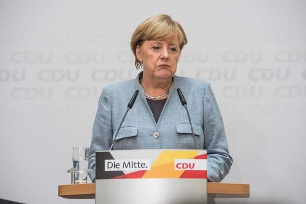 В ФРГ установили конную статую Ангелы Меркель