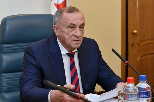 Минздрав Удмуртии опроверг информацию о смерти экс-главы республики Александра Соловьева