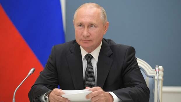 Путин призвал бережно хранить имена национальных героев