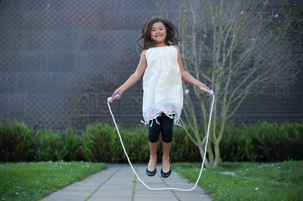 Допрыгалась: мать заставляла дочь делать 3000 прыжков со скакалкой в день, чтобы та выросла