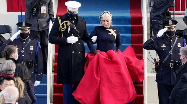 Леди Гагу высмеяли из-за ее наряда на инаугурации (а Дженнифер Лопес похвалили)