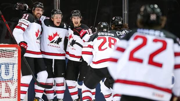 Канадцы и американцы обменялись заброшенными шайбами в начале третьего периода в полуфинале ЧМ