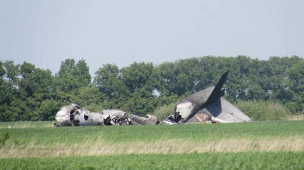 Место крушения военного транспортного самолета Ан-26 в Саратовской области