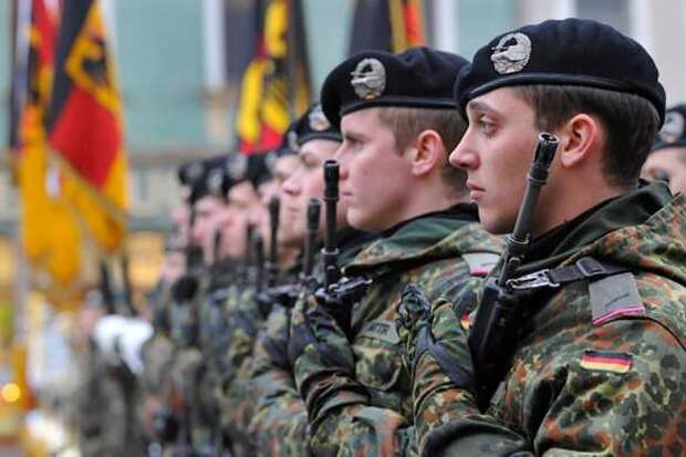 Германия: военные насиловали сослуживцев и пели нацистские гимны