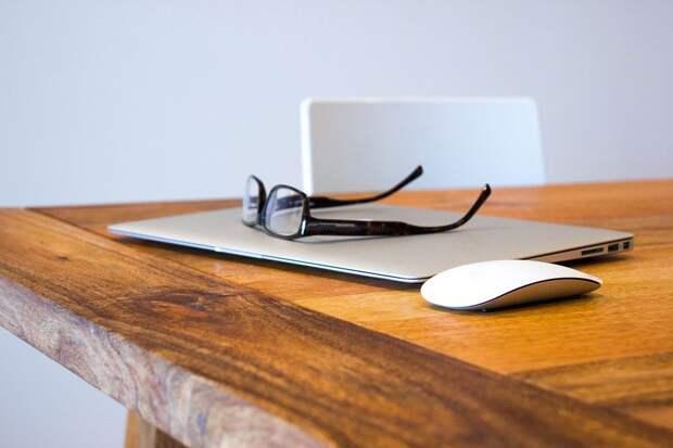 Ноутбук, Мыши, Очки, Деревянный Стол, Рабочая Область