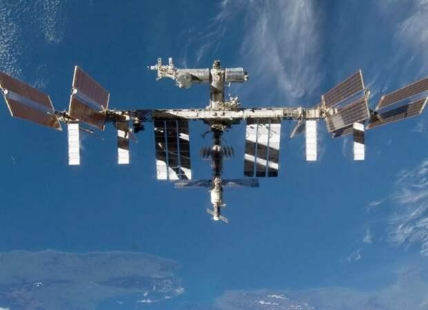 Космонавт предположил, что трещина на МКС возникла из-за удара извне