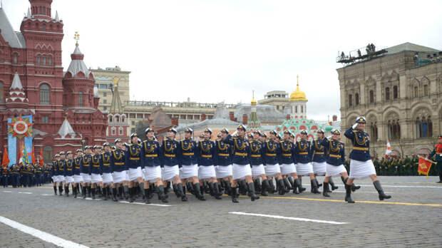 Россияне делятся в соцсетях эмоциями от главного парада Победы страны