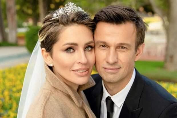 «В Англии, Америке, Европе всё по букве закона до крови из глаз»… Жена Сергея Семака - за Россию