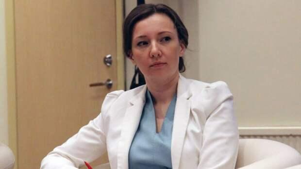 Анна Кузнецова намерена посетить Казань после вооруженного нападения на школу