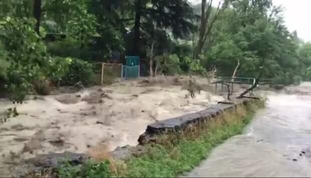 На Ялту обрушился сильный дождь