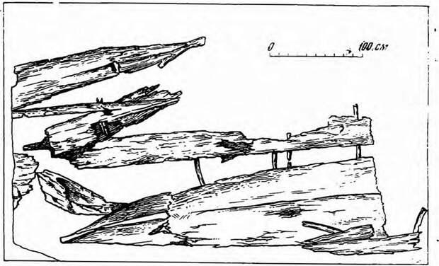 Рис. 1. План остатков древних лодок в шурфе у Владимирской башни Новгородского кремля