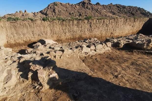 Археологи обнаружили руины колонного дворца древней армянской столицы Арташата, датируемые 1-2 вв. до н.э.