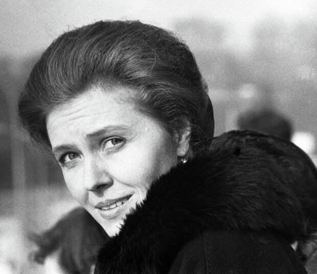 Самая позитивная советская телеведущая Юлия Белянчикова, изображение №6