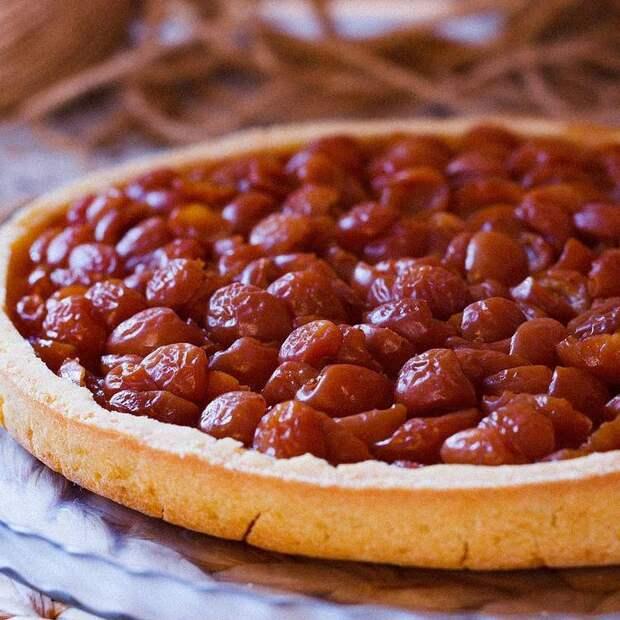 Кростини, пирог и ягоды в сиропе: что приготовить с черешней?
