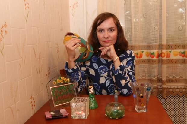 Анна Миронова со своими работами/ Ярослав Чингаев