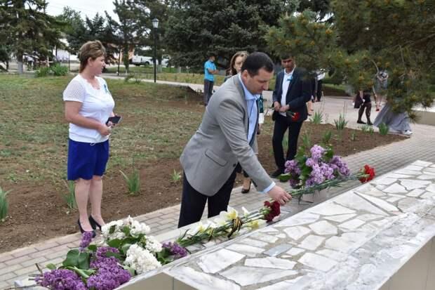В Красноперекопском районе возложили цветы к памятному знаку жертвам депортации