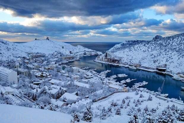 Снег в Крыму испортил настроение сторонникам водной блокады полуострова