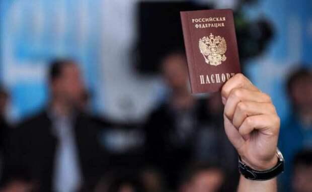 Полмиллиона российских паспортов выдано на Донбассе (+ФОТО, ВИДЕО)