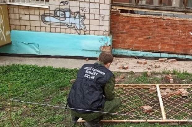 В Удмуртии двое детей пострадали при падении решётки лоджии