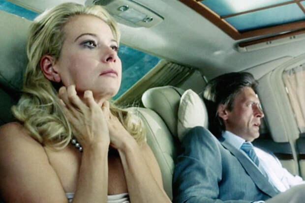 Почему Юлия Высоцкая остается с Андреем Кончаловским?