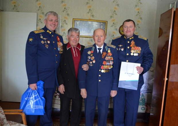 Военнослужащие дальней авиации поздравили ветеранов Великой Отечественной войны