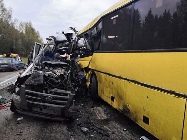 В аварии с пассажирским автобусом под Калининградом погибли шестеро, один из них - ребенок
