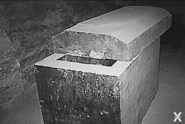 Гигантский саркофаг, Серапеум, Египет