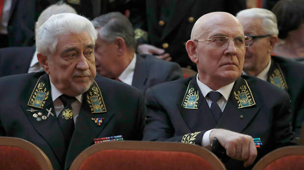 От высылки до тюрьмы и пули: Почему русские дипломаты носят форму