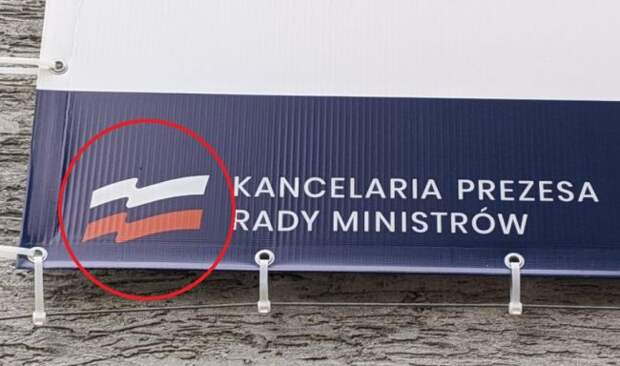Полякам уже повсюду мерещится российский триколор