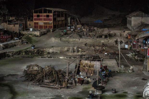Племя отшельников живет в глубокой пещере и не собирается выходить
