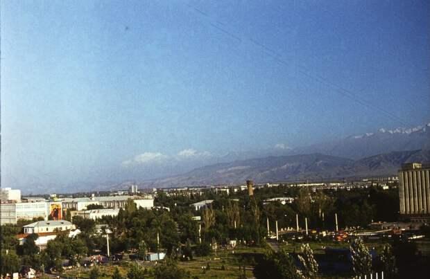 Город Фрунзе вид из окна гостиницы Дмитрий Хандриков, 1 июня 1979 - 1 сентября 1979 года, Киргизская ССР, г. Фрунзе, из архива Дмитрия Хандрикова.