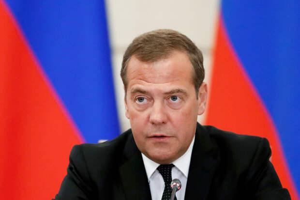 Медведев признал возможным отключение РФ от Интернета