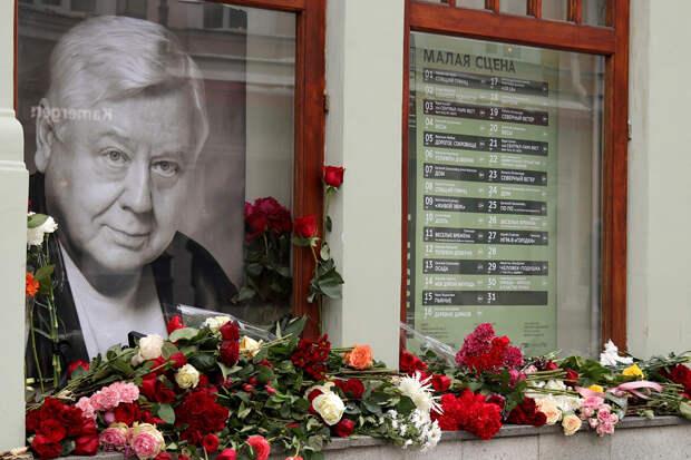 Покойного Олега Табакова обвинили в растлении студенток МХАТа