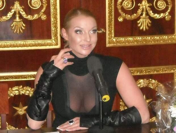 Волочкова рассказала, что ее дочь живет с отцом «в аду» и боится, что папа ее убьет