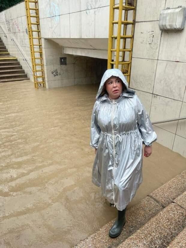 Последствия сильного дождя устраняют в Ялте