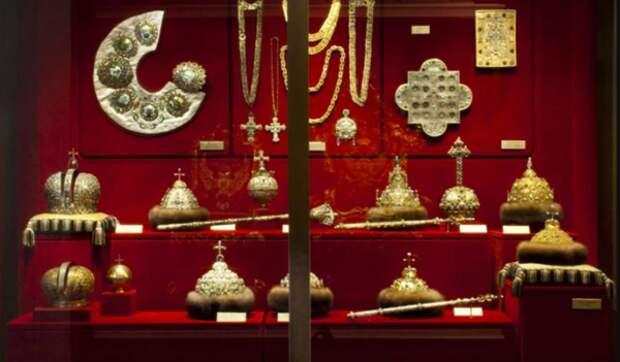 Сегодня в Оружейной палате хранится 7 сохранившихся шапок. Фото: Музеи Кремля
