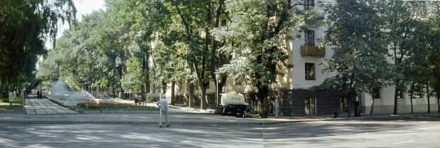 Улицы Алма-Аты Никита Власов, 1 июля 1978 - 30 августа 1978 года, Казахская ССР, г. Алма-Ата, ул. Кабанбай Батыра, из архива Владимира Александровича Карлова.