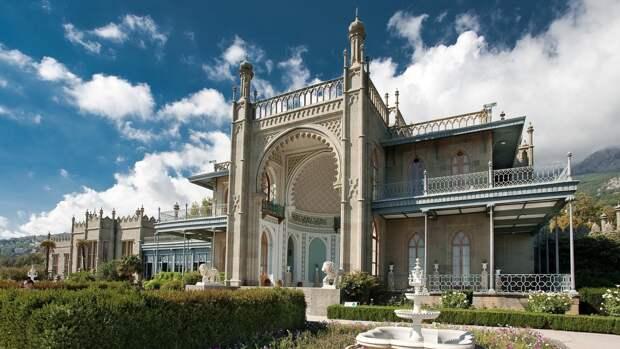 Памятка туристу: сколько стоит и как добраться до Воронцовского дворца в Алупке