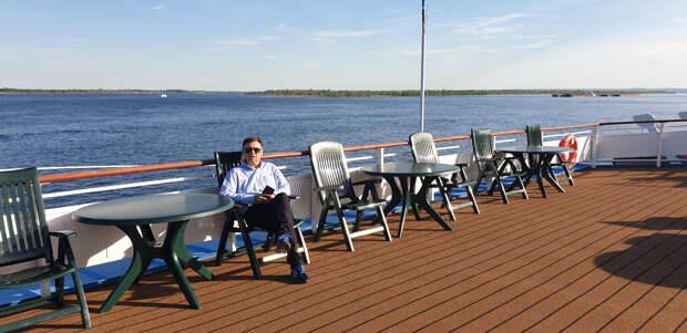 Почему курильщикам на борту круизного судна приходится совсем не сладко?