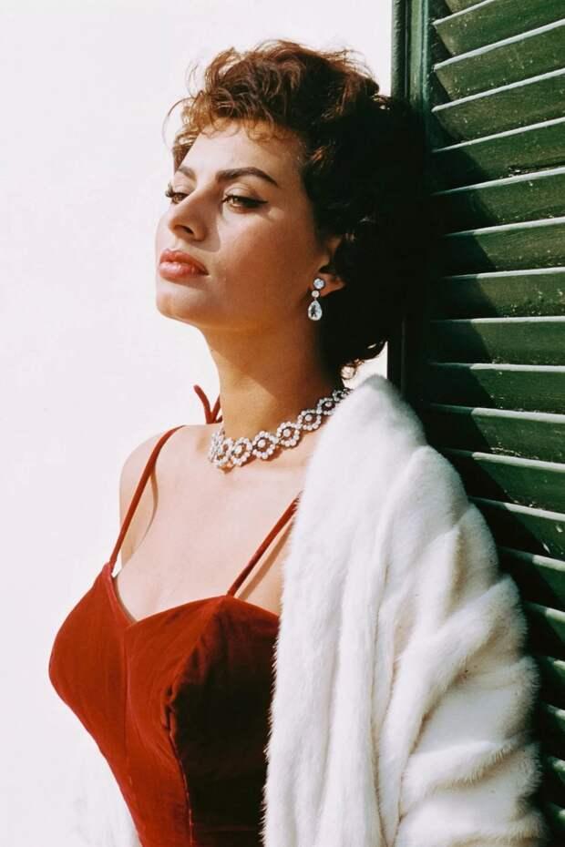 Сегодня день рождения итальянской королевы красоты — Софи Лорен!
