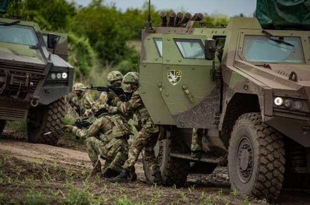 Российские и сербские военные отработали атаку на базу условных боевиков
