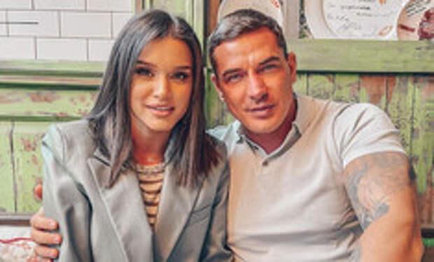 С документами у ЗАГСа: Курбан Омаров намекнул на развод с Ксенией Бородиной