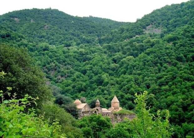 Российские миротворцы взяли под охрану церковь в Карабахе