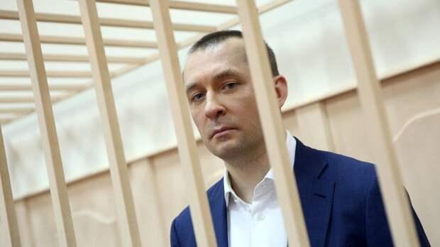 Ты узнаешь, проститутка в штанах, что такое шантаж!: Полковника Захарченко сдали его любимые женщины?