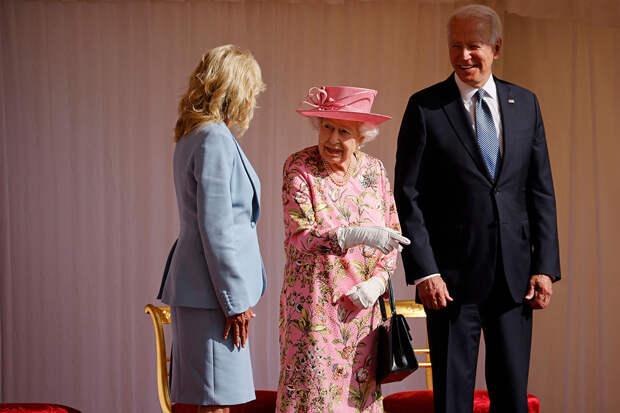 Чем отличаются визит Джо Байдена к Елизавете II